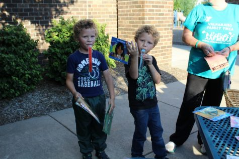 Lincoln hosts Popsicles on the Playground